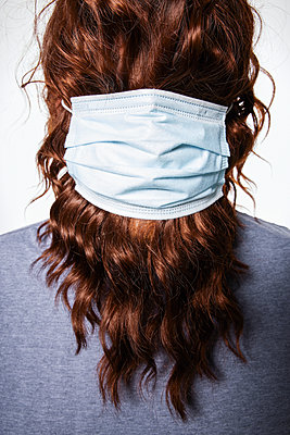 Long-haired man with surgical masks - p930m2253767 by Ignatio Bravo