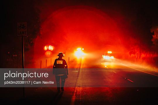 p343m2038117 von Cam Neville