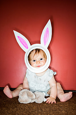 Caucasian baby girl wearing Easter Bunny costume - p555m1411637 by Adam Hester