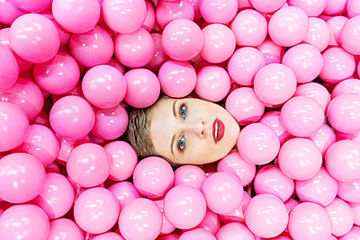 Woman in ball pool - p1332m2055043 by Tamboly