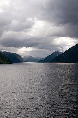 Am Nordfjord - p171m1041685 von Rolau
