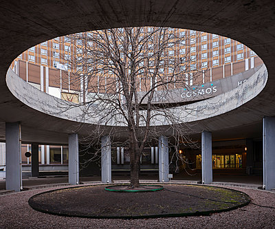 Concrete rotunda at the entrance of the Hotel Cosmos in Moscow - p390m2287820 by Frank Herfort