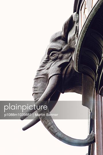 Elefant an Fassade - p1088m1039881 von Martin Benner
