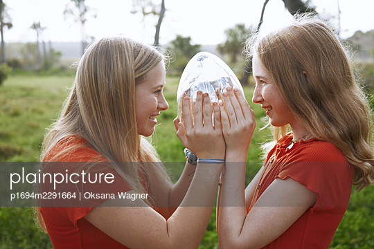 Sisters in red - p1694m2291664 by Oksana Wagner