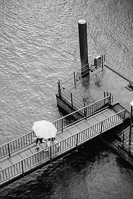 Nikolaifleet bei Regen, Hamburg - p1493m1584565 von Alexander Mertsch