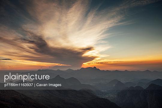 p1166m1163937 von Cavan Images