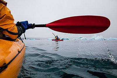 Paddling on Greenland amongst ice floes - p1687m2295110 by Katja Kircher