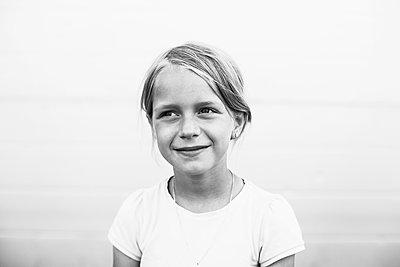 Mädchen im Sommer - p972m1333446 von Felix Odell