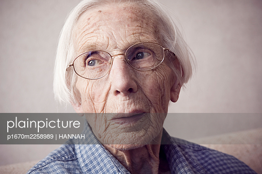 Old lady - p1670m2258989 by HANNAH