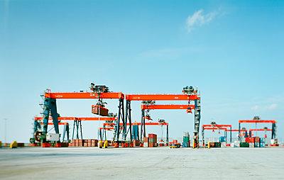 Container terminals - p1132m1071990 by Mischa Keijser