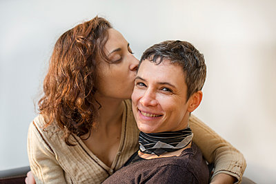 Lesbian couple - p445m1222129 by Marie Docher