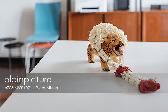 Tiger with flower garland - p728m2291971 by Peter Nitsch