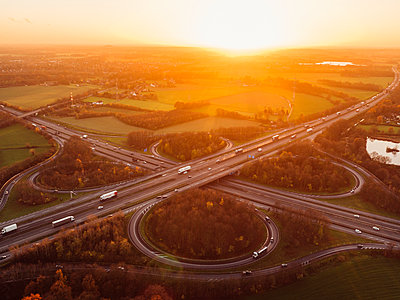 Interchange with sunset, aerial view - p586m1092036 by Kniel Synnatzschke