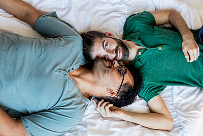 Gay couple - p787m2115281 by Forster-Martin