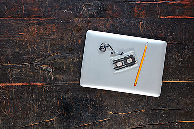 Laptop, tape and pencil on wooden tabletop, top view - p300m1562593 by Jo Kirchherr