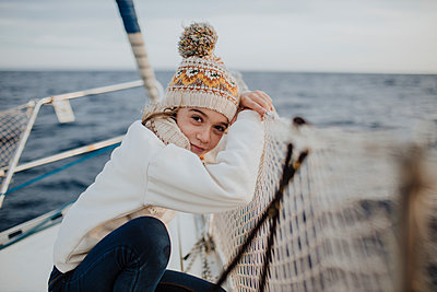 Girl sitting on boat during vacation - p300m2274864 by Gala Martínez López