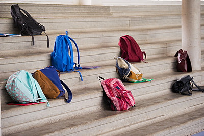 Backpacks left on stairs - p623m1579583 by Frederic Cirou