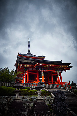 Pagoda of the Kiyomizu-Dera Temple - p851m2077254 by Lohfink