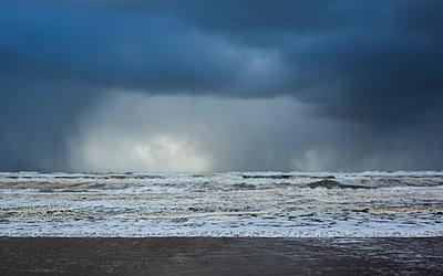 Stormy sea - p1132m2291562 by Mischa Keijser