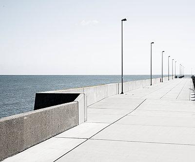 Pier auf der deutschen Hochseeinsel Helgoland - p1162m2132684 von Ralf Wilken