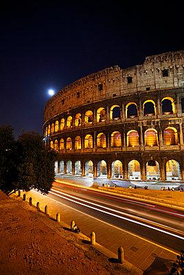 Colosseum at night - p2280676 by photocake.de