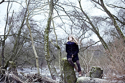 Woman in a forest - p586m786292 by Kniel Synnatzschke