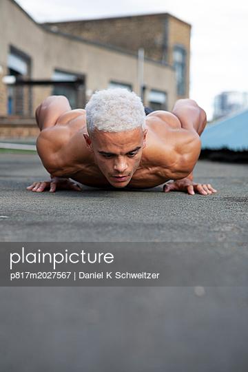 Bodybuilder, pushup workout