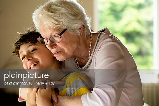 Oma und Enkel - p1212m1152910 von harry + lidy
