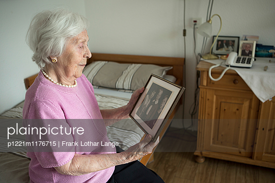 Old woman is watching a photo - p1221m1176715 by Frank Lothar Lange