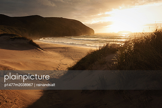 Sandwood Bay in der Morgensonne - p1477m2038967 von rainandsalt