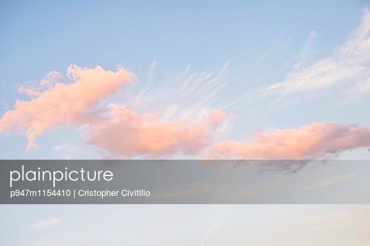 Rosa Wolken - p947m1154410 von Cristopher Civitillo