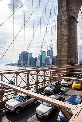 View of the Brooklyn Bridge in New York  - p1057m1466848 by Stephen Shepherd