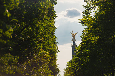 Victory column in the Tiergarten - p1493m1589482 by Alexander Mertsch