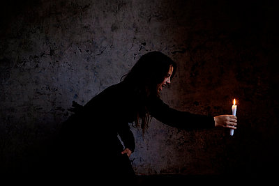 Woman holding candle - p1521m2071244 by Charlotte Zobel