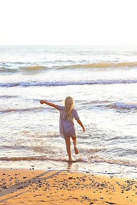 Freedom at the beach - p454m2176606 by Lubitz + Dorner