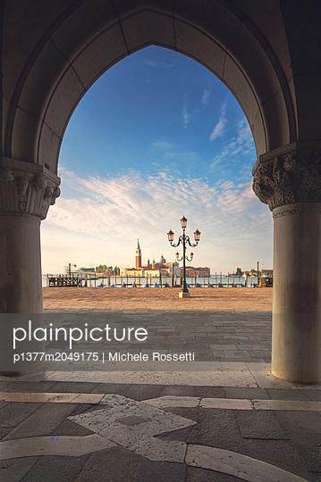p1377m2049175 von Michele Rossetti