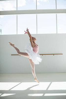 Ballerina practicing a ballet dance - p1315m1230692 by Wavebreak