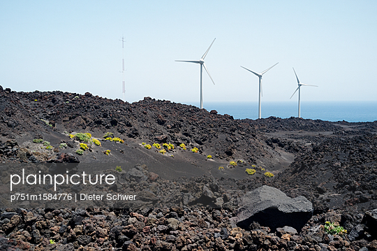 Windkraft - p751m1584776 von Dieter Schwer