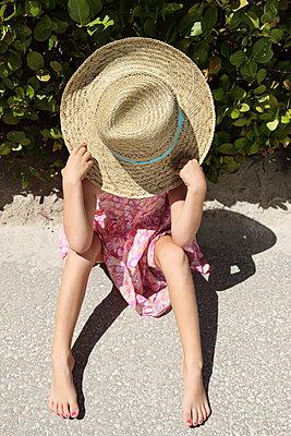 Funny little girl - p045m907338 by Jasmin Sander