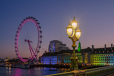 Millennium Wheel (London Eye), Old County Hall viewed from Westminster Bridge, South Bank, London, England, United Kingdom, Europe - p871m2209251 by Ed Rhodes