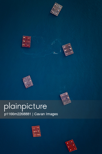 Fishing farm drone above top view on the atlantic ocean in Galicia - p1166m2268881 by Cavan Images