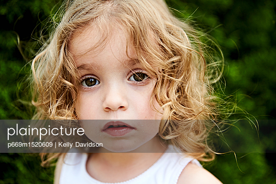 Girl Portrait - p669m1520609 by Kelly Davidson