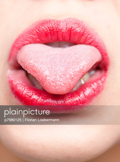 Close-up of mouth and tongue - p7980125 by Florian Loebermann