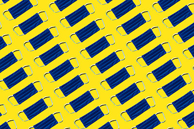 Pattern of blue protective face masks against yellow background - p300m2198254 by Gemma Ferrando