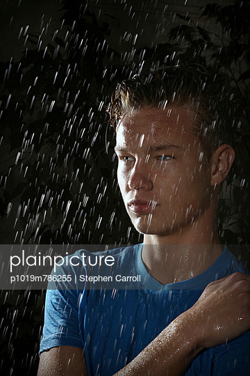 Raining - p1019m786255 by Stephen Carroll