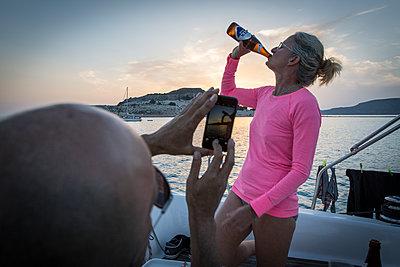 Taking a snapshot on sailing yacht - p948m1355274 by Sibylle Pietrek