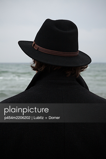 With hat and coat - p454m2206202 by Lubitz + Dorner