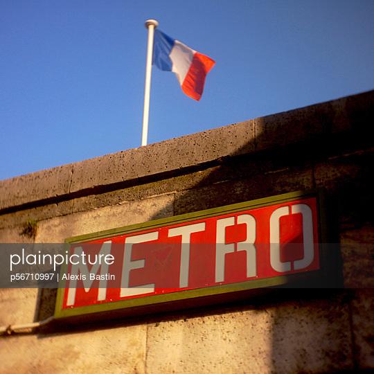 Metroeingang - p56710997 von Alexis Bastin