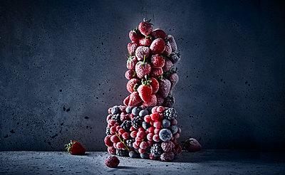 Frozen fruits - p851m1528994 by Lohfink
