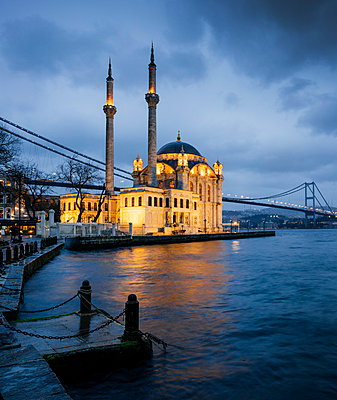 Exterior of Ortakoy Mosque and Bosphorus bridge at night, Ortakoy, Istanbul, Turkey, Europe - p871m1048070 by Ben Pipe